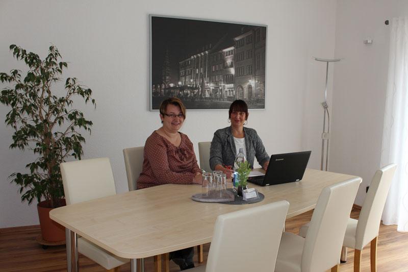 Bild der täglichen Besprechung im Konferenzraum der Immobilienverwaltung Raatz